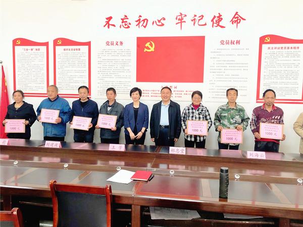 """陕西省物流集团赴于家山村 开展""""贫困学生助学""""帮扶工作"""